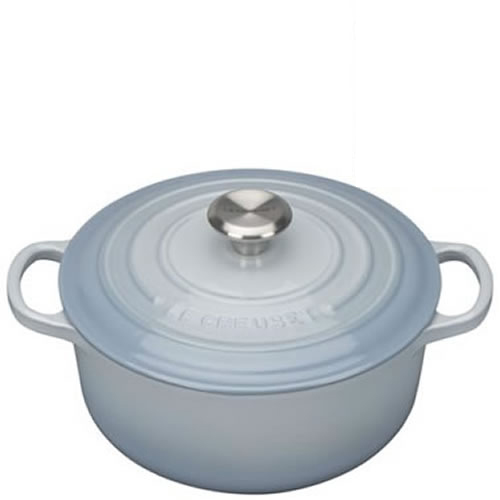 Coastal Blue Signature Round Casserole 24cm plus a FREE PAIR OF SALT & PEPPER MILLS Valued at $130