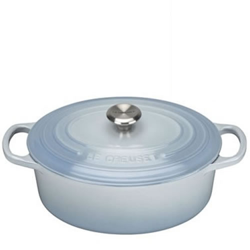 Coastal Blue Signature Oval Casserole 27cm plus a FREE PAIR OF SALT & PEPPER MILLS Valued at $130