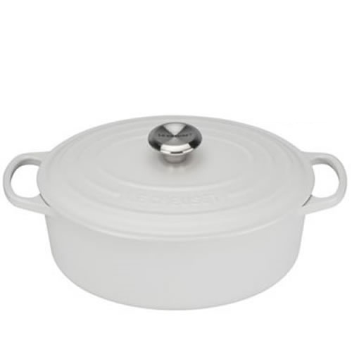 Cotton Signature Oval Casserole 27cm plus a FREE PAIR OF SALT & PEPPER MILLS Valued at $130