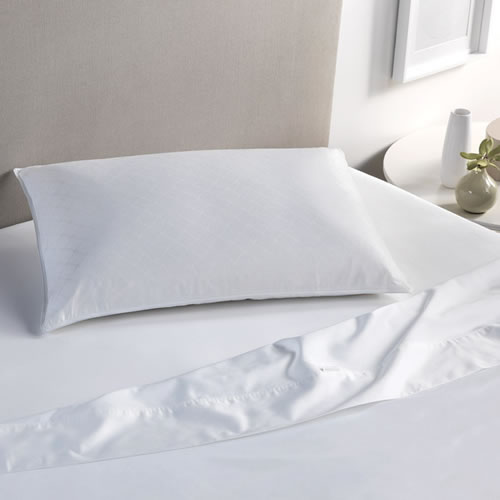 Deluxe Latex Standard Pillow in Medium